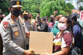 Lansia peserta Vaksinasi Merdeka Samrat di Manado dapat paket sembako