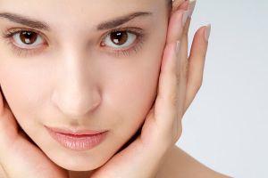 4 Kebiasaan yang bikin wajahmu terlihat mulus natural