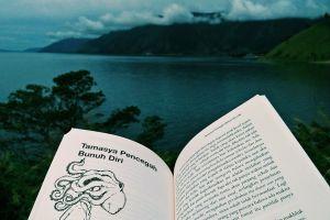 4 Tips mudah agar terbiasa membaca banyak buku