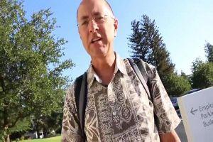 Akibat anaknya pamer iPhone X, pria ini harus rela dipecat Apple