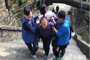 Kisah suami gendong istri usai koma 16 tahun daki gunung  ini haru