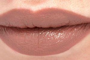 3 Lipstik yang bakal lebih cetar dipakai kamu yang berkulit gelap