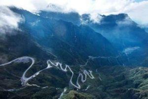 5 Jalan ini disebut paling indah di Indonesia, keloknya bikin berdebar
