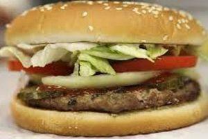 Makan burger ternyata bikin pria makin perkasa, ini penjelasannya