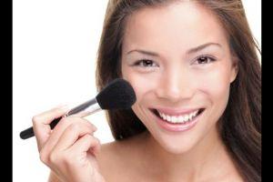 8 Tips makeup ini bikin wajah terlihat lebih muda