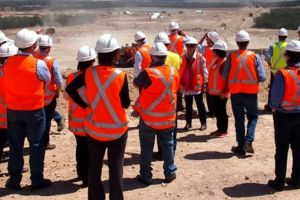 5 Manfaat rompi safety bagi pekerja kontruksi yang jarang diketahui