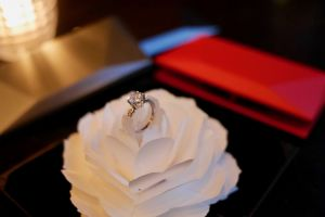 Kotak cicin unik ini bisa bikin acara lamaran kamu makin romantis