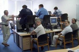 8 Kelakuan konyol pekerja yang lagi suntuk, aneh-aneh aja