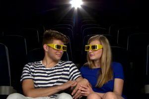 5 Pikiran yang ada di otak cowok ketika diajak cewek nonton bioskop