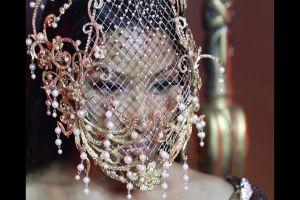 5 Seleb Hollywood ini kenakan aksesori bikinan perancang Indonesia