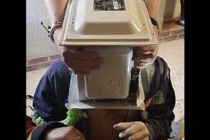 Kepala pria ini terjebak di microwave, penyebabnya bikin geregetan