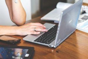 Kerap diabaikan, ini 4 cara simpel merawat laptop agar tepat awet