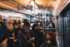 10 Potret stasiun kereta bawah tanah Korut, mewah tapi misterius