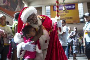17 Aksi Santa Claus menebar kegembiraan Natal di berbagai negara