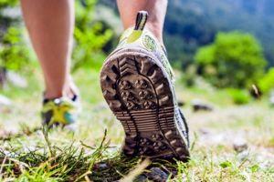 5 Sepatu gunung murah tapi nggak murahan, ringan plus tahan air