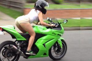 Gaya 10 emak-emak naik motor yang membuat layak disebut 'ratu jalanan'