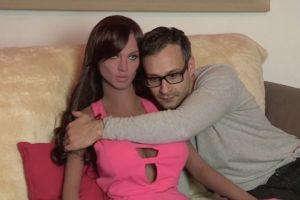 7 Fakta boneka seks Samantha yang siap bikin dengkul pria lemes
