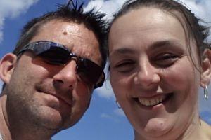 Pria ini tunjukkan istrinya yang sedang sekarang karena kanker, sedih