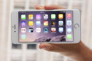4 Cara pegang smartphone ini bisa ungkap kepribadianmu
