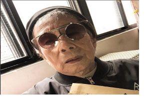 Inilah nenek jaman now yang gaulnya selangit, usianya 80-an tahun lho