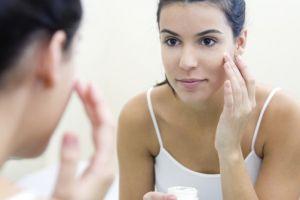 7 Perawatan wajah sebelum tidur ini bikin kulit wajah makin cerah