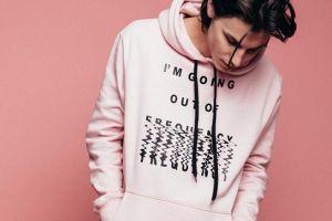 5 Tren fashion cowok serba pink yang bakal booming di 2018