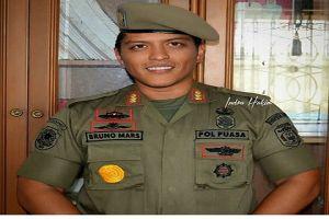 7 Foto tentang yang terjadi apabila Bruno Mars tinggal di Indonesia