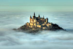 Tak cuma di dongeng kartun, 20 istana megah ini ada beneran di dunia