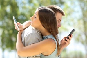 3 Tindakan sepele di media sosial ini berpotensi perselingkuhan?