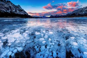 Potret memukau 10 danau ketika membeku, ada yang mirip di film Frozen!