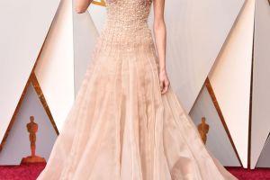 8 Gaun terbaik dari Oscar 2018 yang bisa kamu jadikan inspirasi