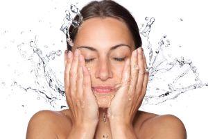 Coba 4 kebiasaan sepele ini agar wajahmu bisa bebas dari jerawat