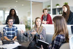 Posisi duduk tentukan prestasi rupanya juga berlaku di tempat kerja