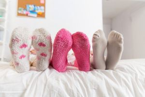 Pakai kaus kaki basah dianggap bisa sembuhkan 3 jenis penyakit ini
