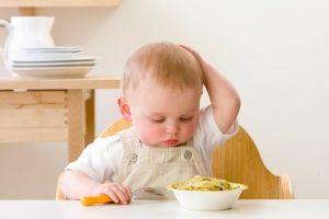 4 Bahaya yang dihadapi jika bayi kurang makan & cara mengatasinya