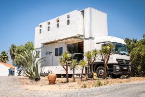 Unik, hotel ini dapat berpindah tempat karena terbuat dari truck