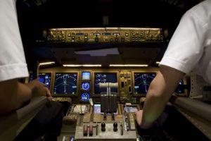 Dapatkah pilot melihat ketika terbang di malam hari?