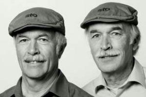 6 Foto orang kembar tapi tak sedarah ini benar-benar nyata