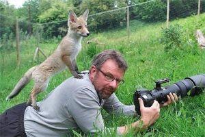 Ini 10 foto keisengan hewan liar saat bertemu fotografer, gemes!