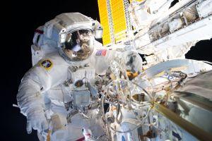 Gimana astronot berhubungan seks di luar angkasa? Ini penjelasannya