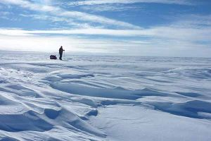 Pria ini taklukkan Everest sendirian dan lintasi Antartika dengan ski