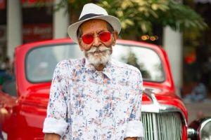Gaya milenial ala kakek 98 tahun ini bikin berdecak kagum, gaul banget