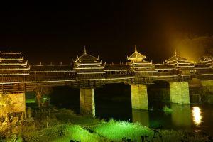 Pacu adrenalinmu dengan mengunjungi wisata ekstrem di China ini