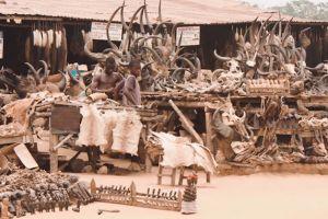 4 Pasar aneh ini menjual barang yang tak lazim, apa saja ya?