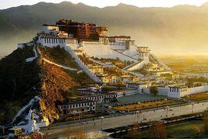 10 Istana kerajaan termegah di dunia ini keindahannya sangat menawan