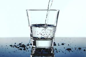 Alasan kamu wajib lebih banyak minum air putih saat di kantor