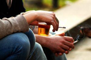 6 Risiko kesehatan yang mengintai perokok dan peminum alkohol