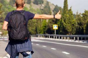 Hitchhiking, salah satu cara menghemat budget saat traveling