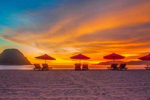 Pantai Pulau Merah, nikmati sunset terseksi di ujung timur Pulau Jawa