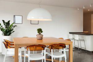 4 Trik menata pencahayaan ruang makan biar makin cantik